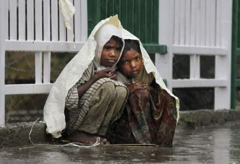 Сильнейшее наводнение в индийском штате Ассам унесло жизни 18 человек