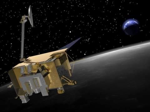 Космические лучи, бомбардируя Луну, изменяют лунную поверхность
