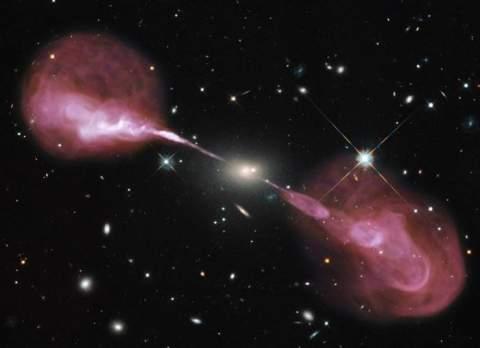 Гигантские плазменные выбросы в галактике 3C 348