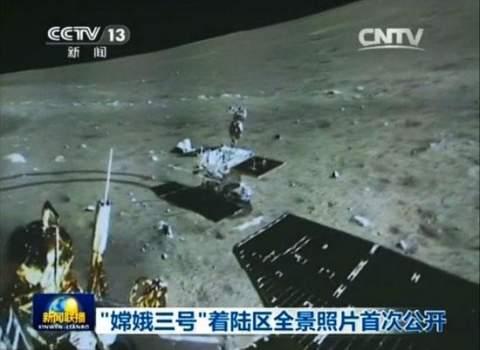 Китайский луноход прислал первую панораму с места посадки