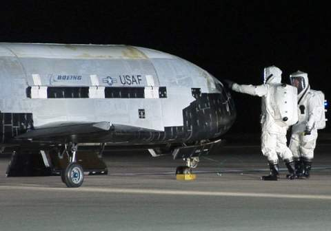 Таинственный мини-шаттл X-37B возвращается на Землю