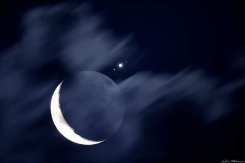 Астрономы запечатлели сближение Луны и Юпитера