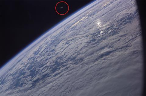 Астронавт НАСА сфотографировал около Земли «летающую тарелку»