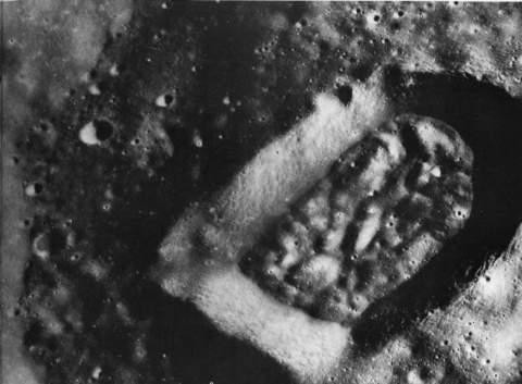 Что же в действительности фотографировали астронавты, находясь на Луне?