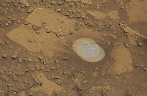 Марсоход Curiosity снова бурит грунт Красной планеты